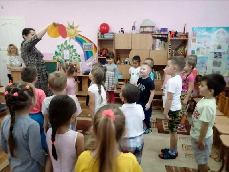 Сценарий игровой программы школа аркадия паровозова